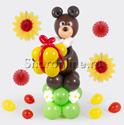 """Фото №1: Фигура из шаров """"Мишка с подарком"""""""