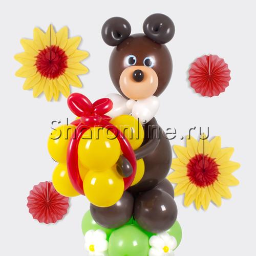 """Фото №2: Фигура из шаров """"Мишка с подарком"""""""