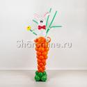 """Фото №1: Фигура из шаров """"Зайка с морковкой"""""""