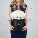 Фото №1: Коробка Classic Black с белыми розами