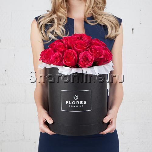Фото №1: Коробка Classic Black с розами цвета фуксия