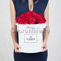 Фото №1: Коробка Classic White с розами цвета фуксия