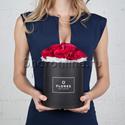 Фото №1: Коробка Mini Black с розами цвета фуксия